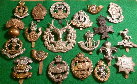 WW1 / WW2 BRITISH KINGS CROWN CAP BADGES X 20 Bulk