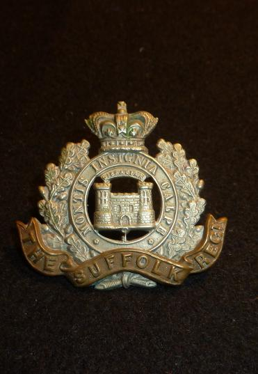 VICTORIAN THE SUFFOLK REGIMENT CAP BADGE