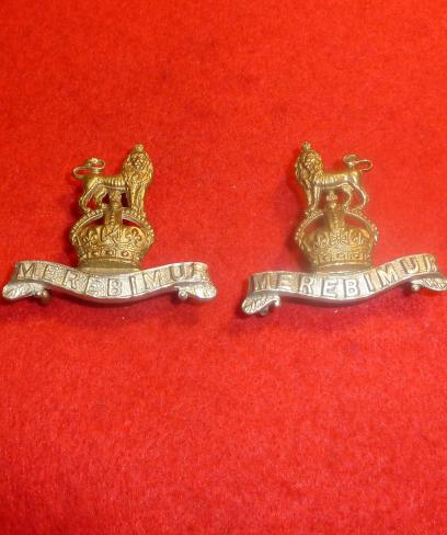 15th HUSSARS PAIR OF KINGS CROWN COLLAR BADGES